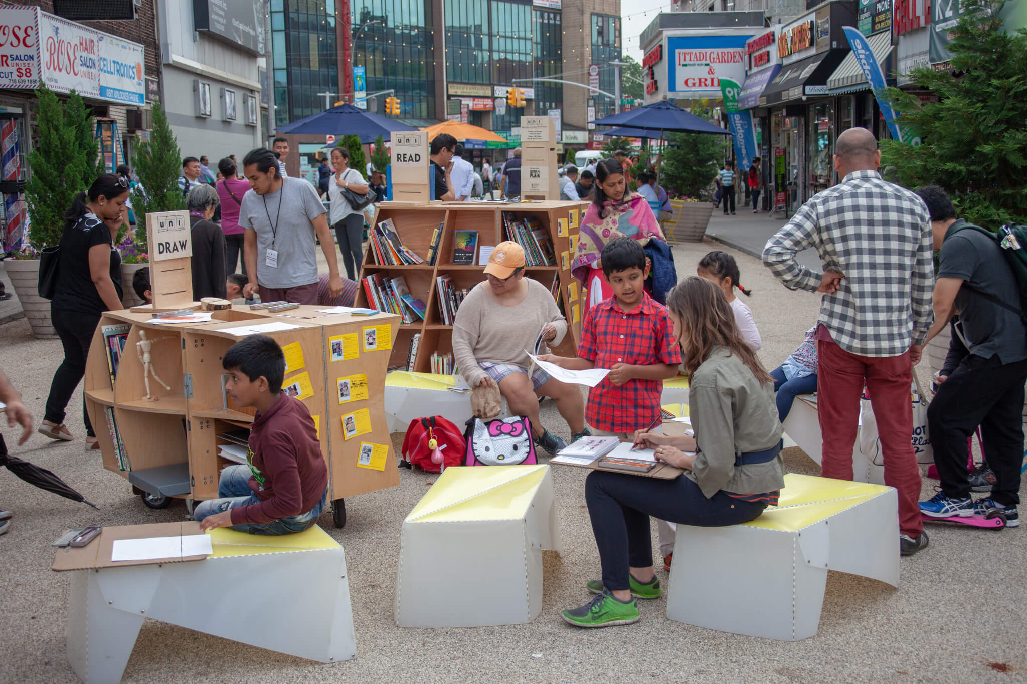 Image: People drawing at a DRAW pop-up in NYC.
